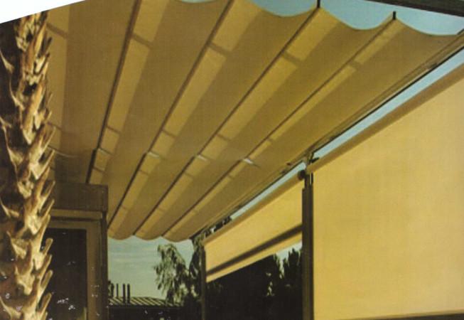 toldo-vertical-con-guia-para-cerramiento-653x450